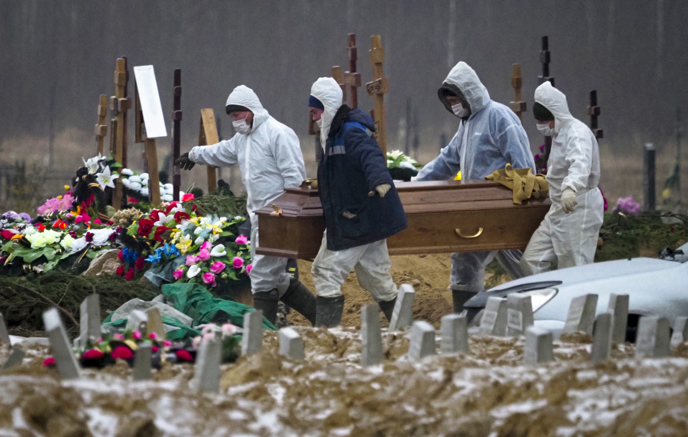 Russia's Excess Death Toll Hits 422K