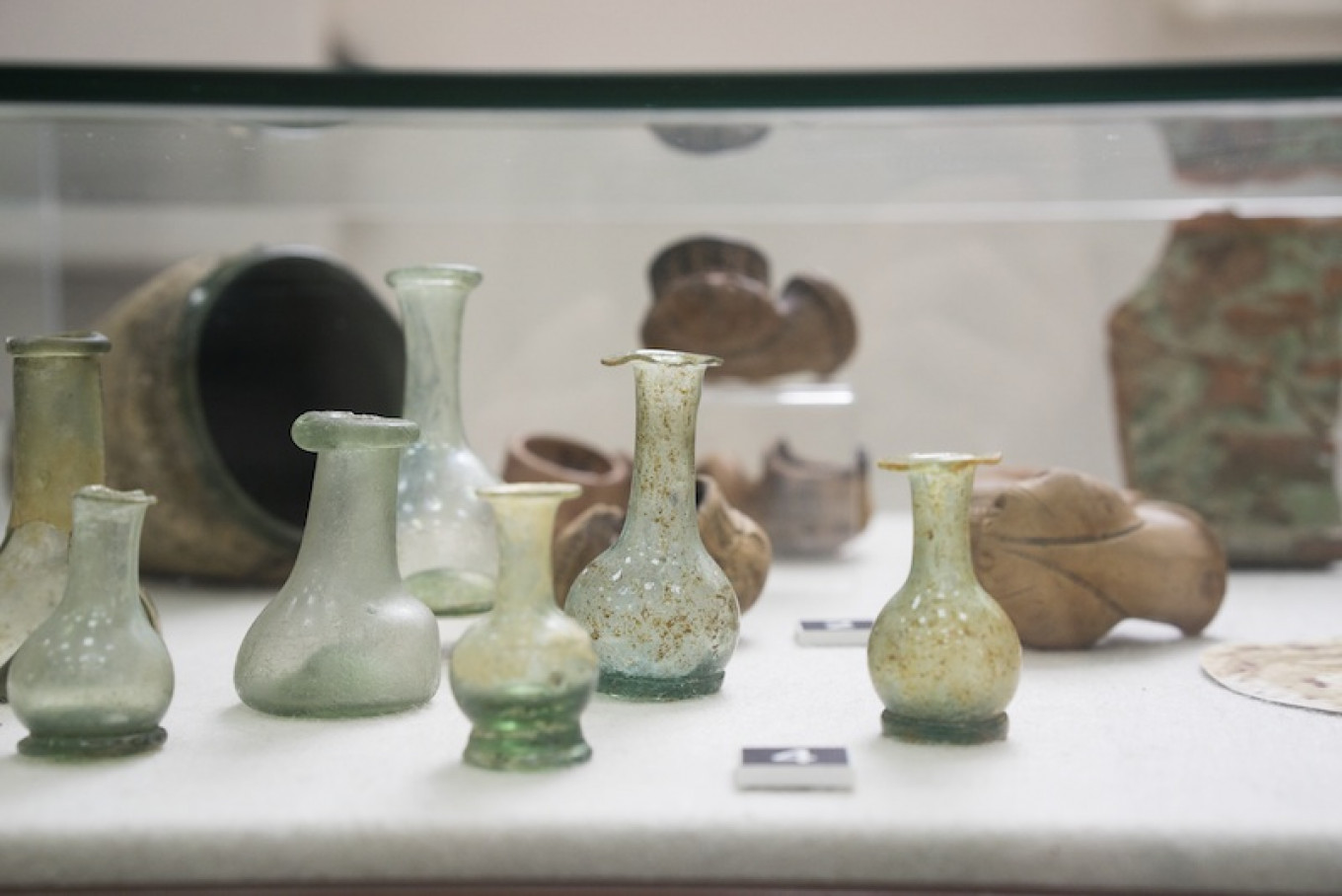 18th-century vases and 16th-century ceramics shown as part of an exhibition at the Museum of Moscow.				 				Albina Shaimuratova