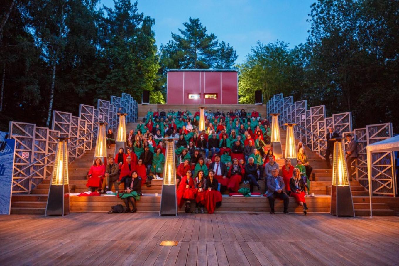 Cool nights don't deter movie lovers at Sokolniki Park. Pioner
