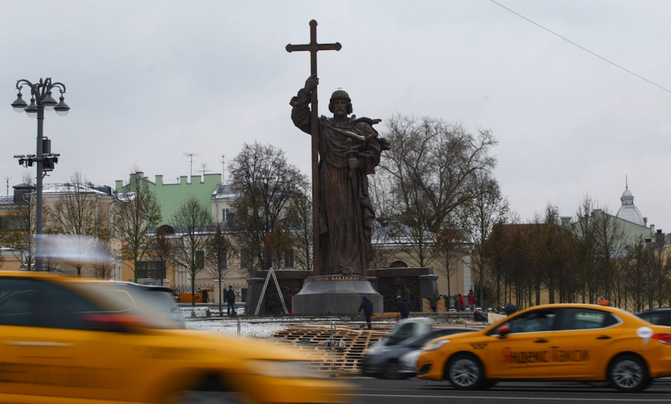 Moscow's new 17-meter statue of Prince Vladimir, who brought Christianity to the ancient Rus.				 				Moskva News Agency