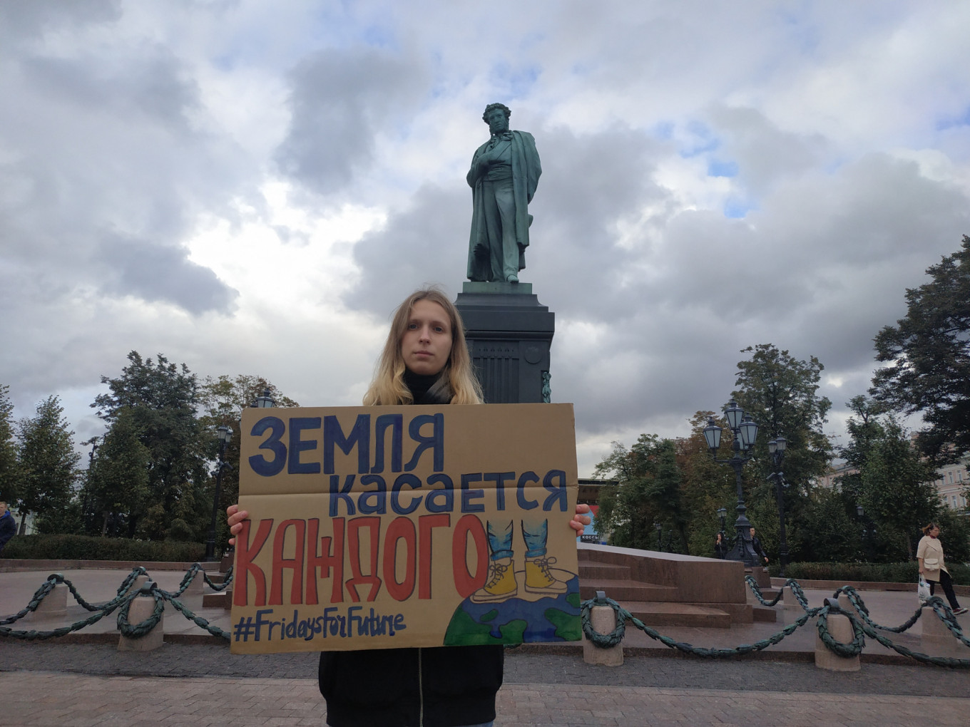 Single Picket in Moscow on Sept. 20				 				Greenpeace Press Service