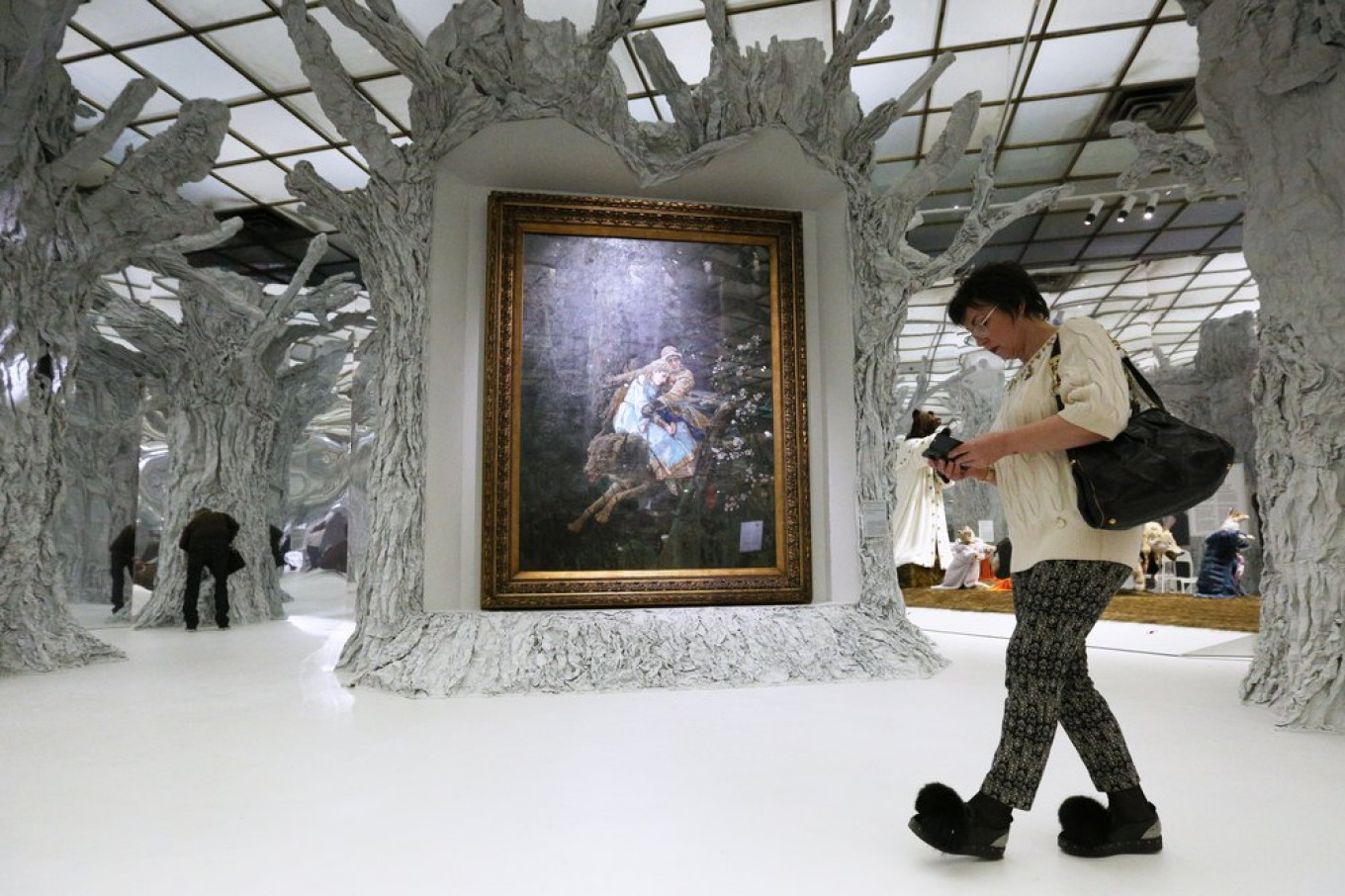 An immersive experience: the exhibition hall itself has been transformed into a fairytale forest.  Kirill Zykov / Moskva News Agency