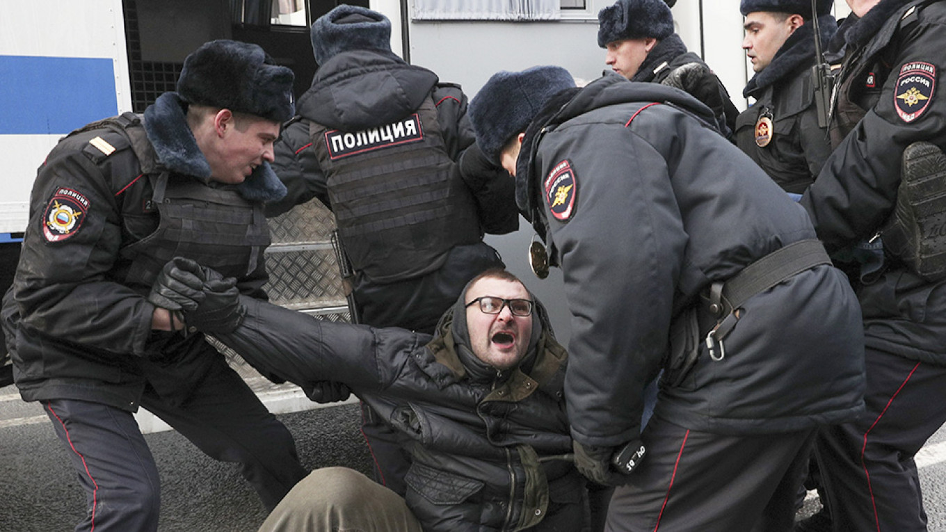 1 in 10 Russians Have Been Tortured by Authorities – Poll