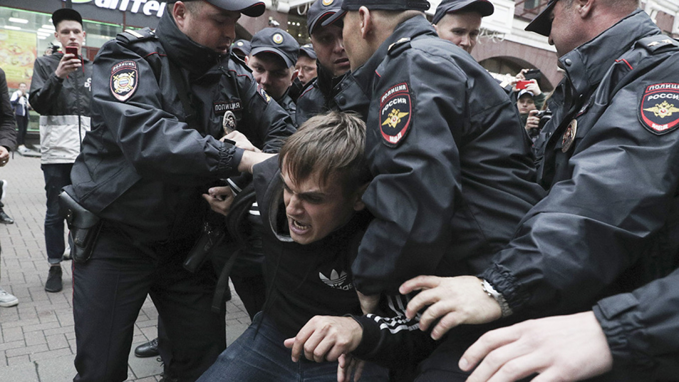 Almost 40% of Russians Call Moscow Protest Convictions 'Politically Motivated' – Poll