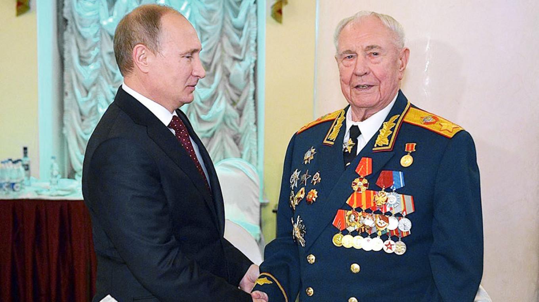 Vladimir Putin and Dmitry Yazov Kremlin.ru