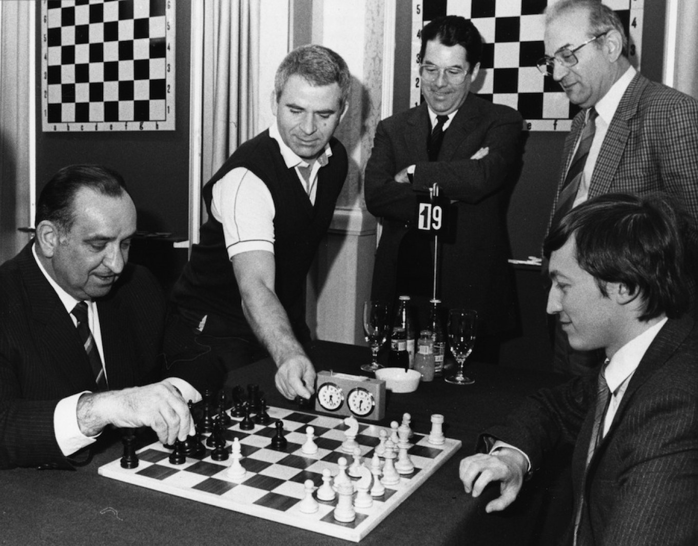 Austrian Chancellor Alfred Sinowatz opens the Chess Tournament on Jan. 6, 1986, in Vienna,, here playing against former World Champion Anatoly Karpov. Holzner / AP