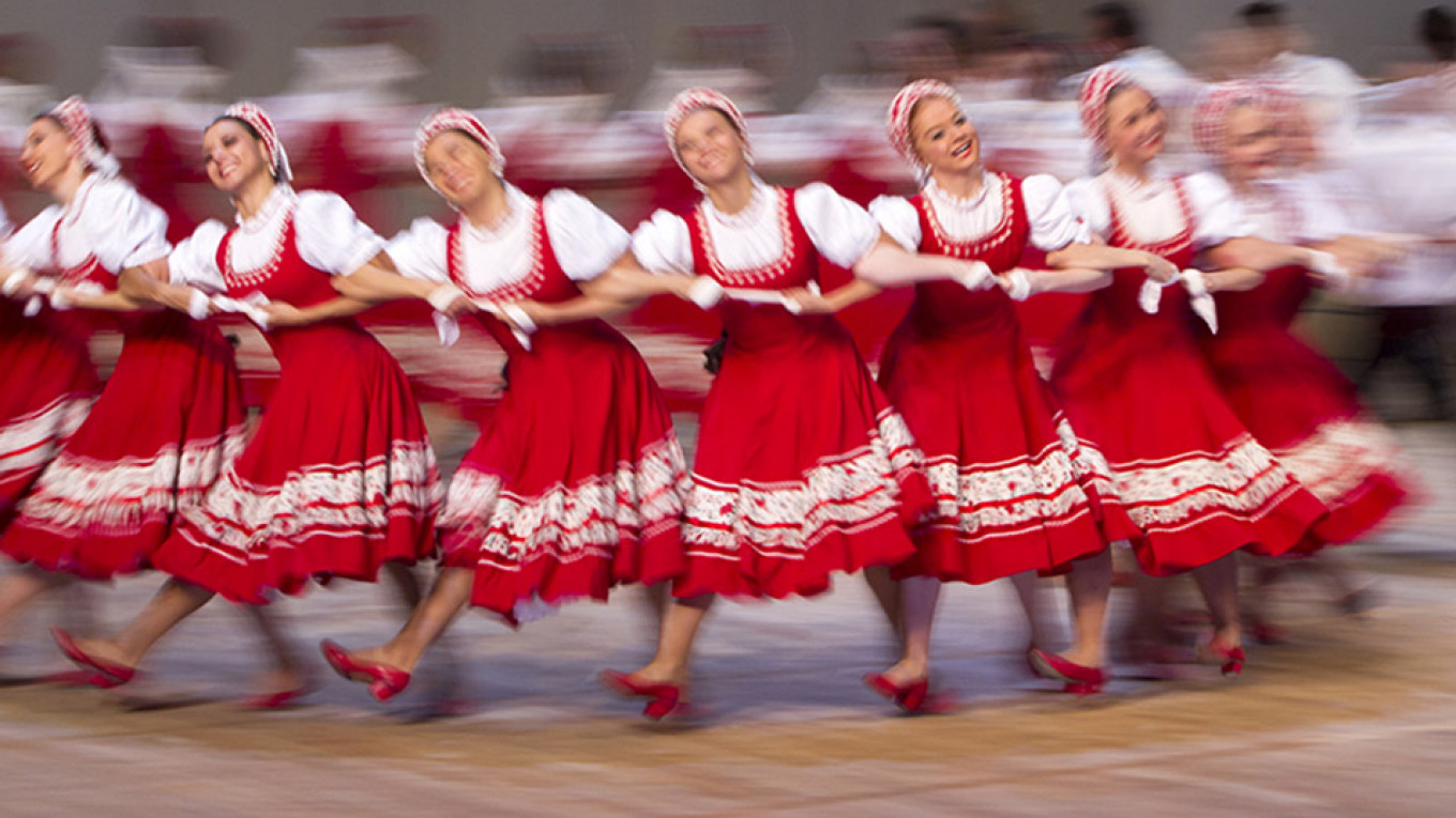 The Igor Moiseyev dancers move to fast for the camera.  moiseyev.ru