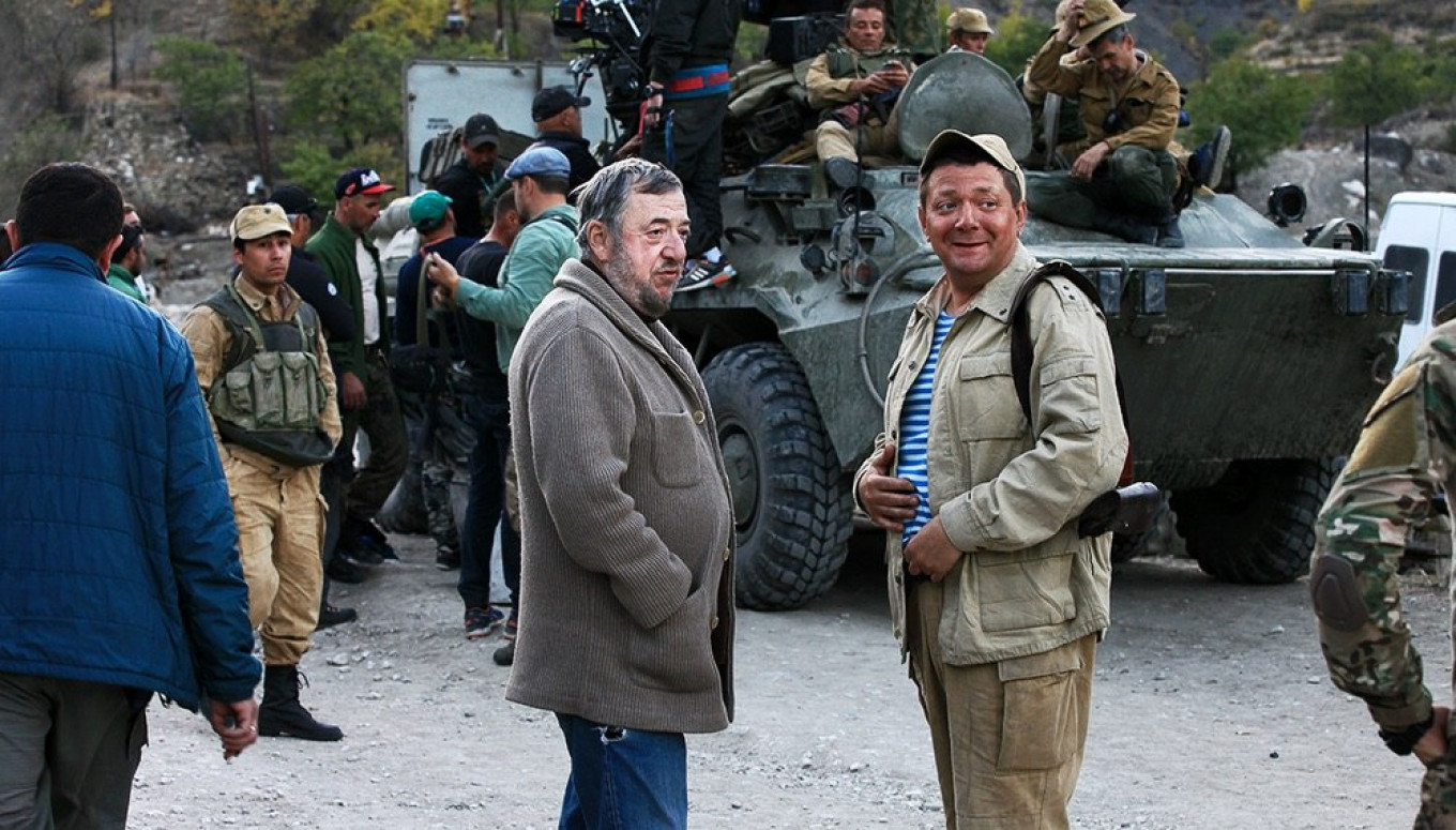 "Lungin on set; he says the movie is ""anti-war, not anti-Russian.""				 				Kinopoisk.ru"