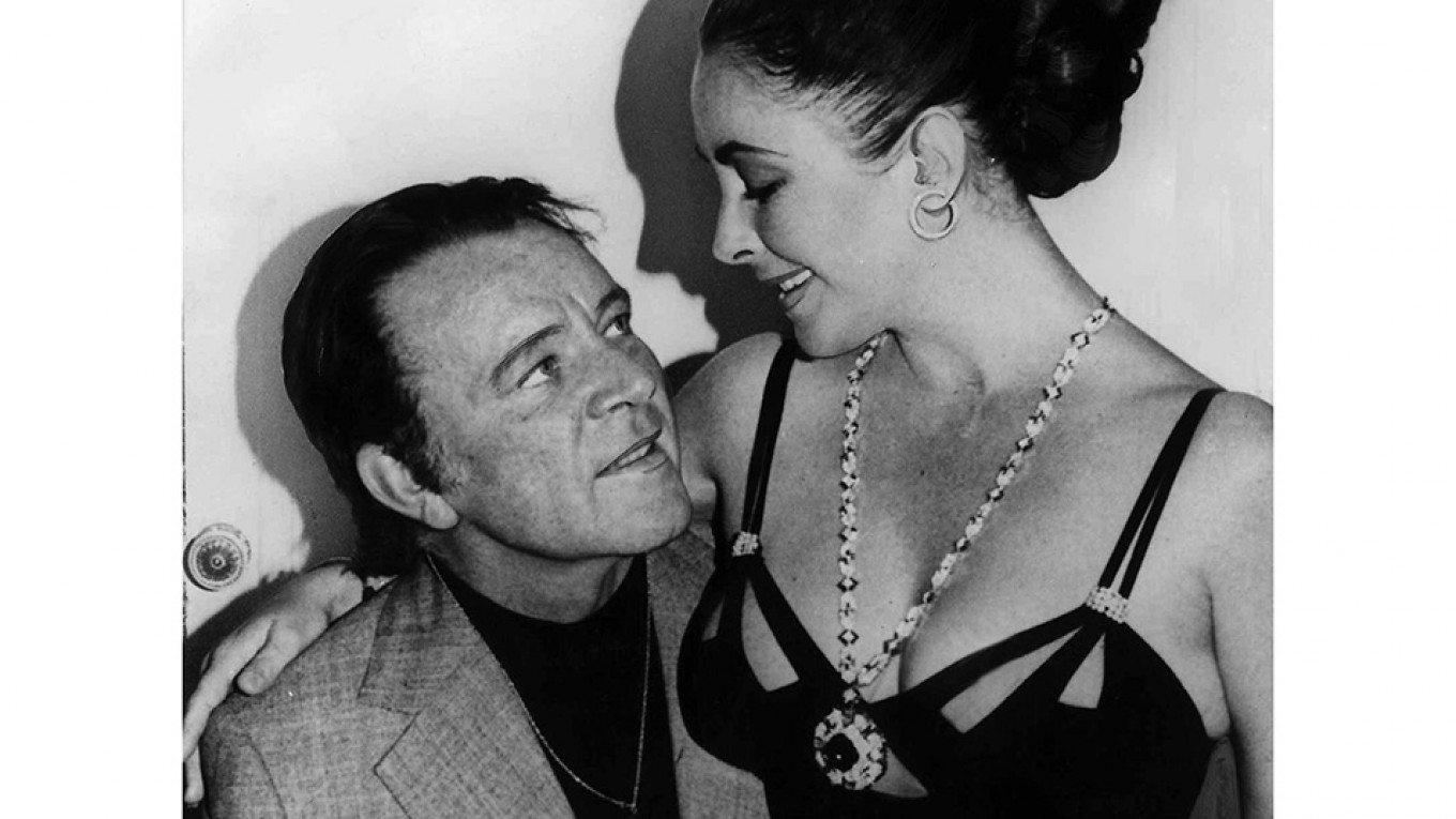 Richard Burton with Elizabeth Taylor wearing her saphire and diamond sautoir.  Courtesy of Everett Collection