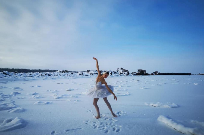 St. Petersburg Ballerina Dances on Ice to Save Local Beach