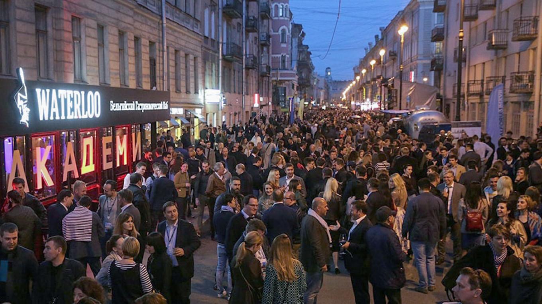 Rubinstein on a busy night. Three years ago it was an elegant residential street. pitert.ru