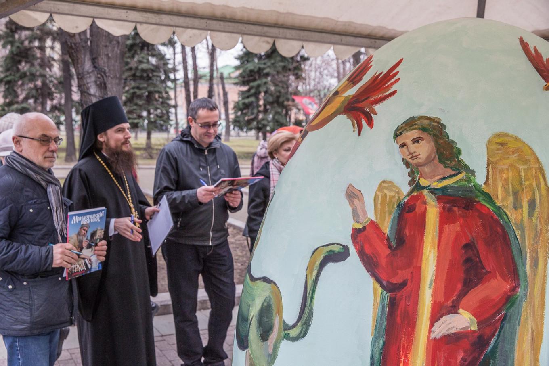 Abbot Pyotr Eremeev judges the Easter egg painting festival. Vysoko-Petrovsky Monastery