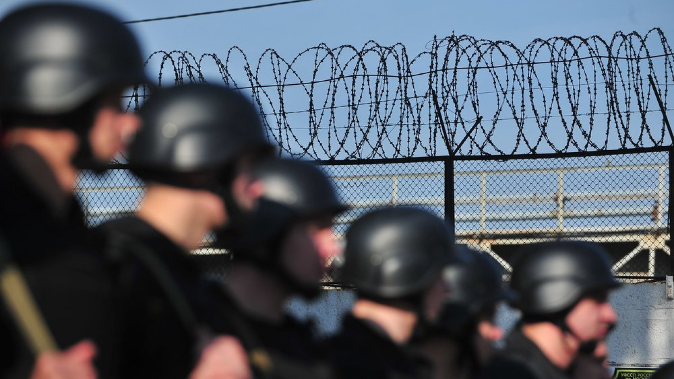 Russian Prison Warden Faces Probe After Video Surfaces of Inmate Being Beaten