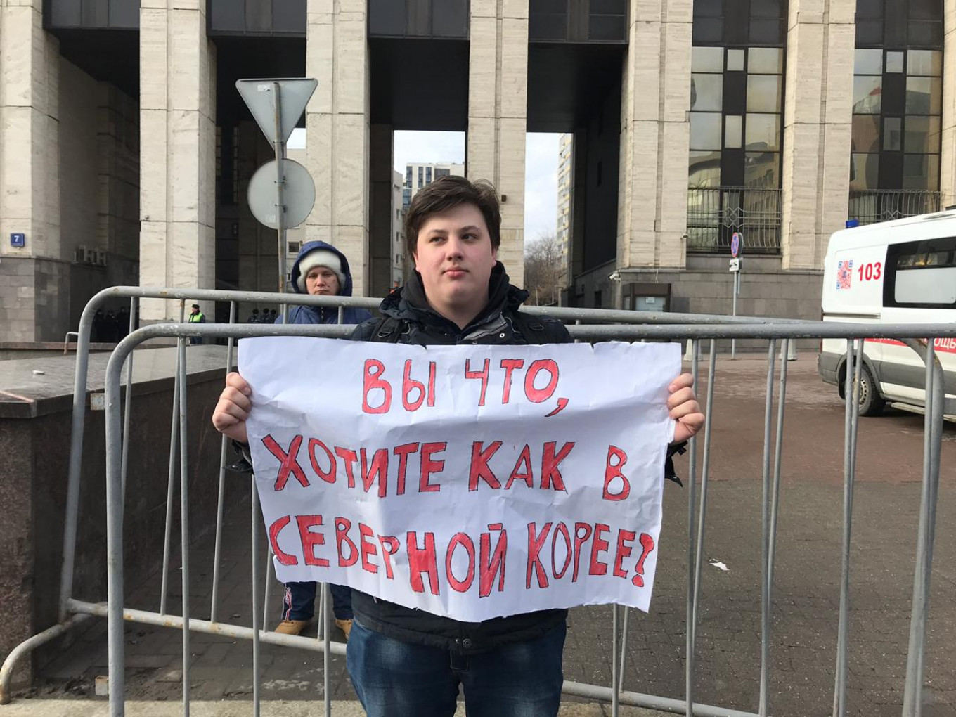 """Alexei, 22, said he would likely emigrate if Russia cut itself off from the global internet. Sign reads: """"You what, want it to be like in North Korea?"""" Evan Gershkovich / MT"""