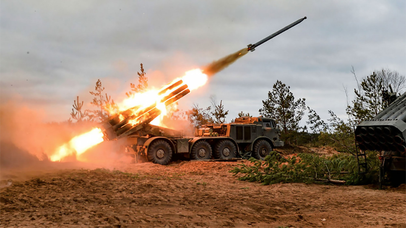 Russia Fires Heavy Artillery Before Missile Forces Holiday - The Moscow Times