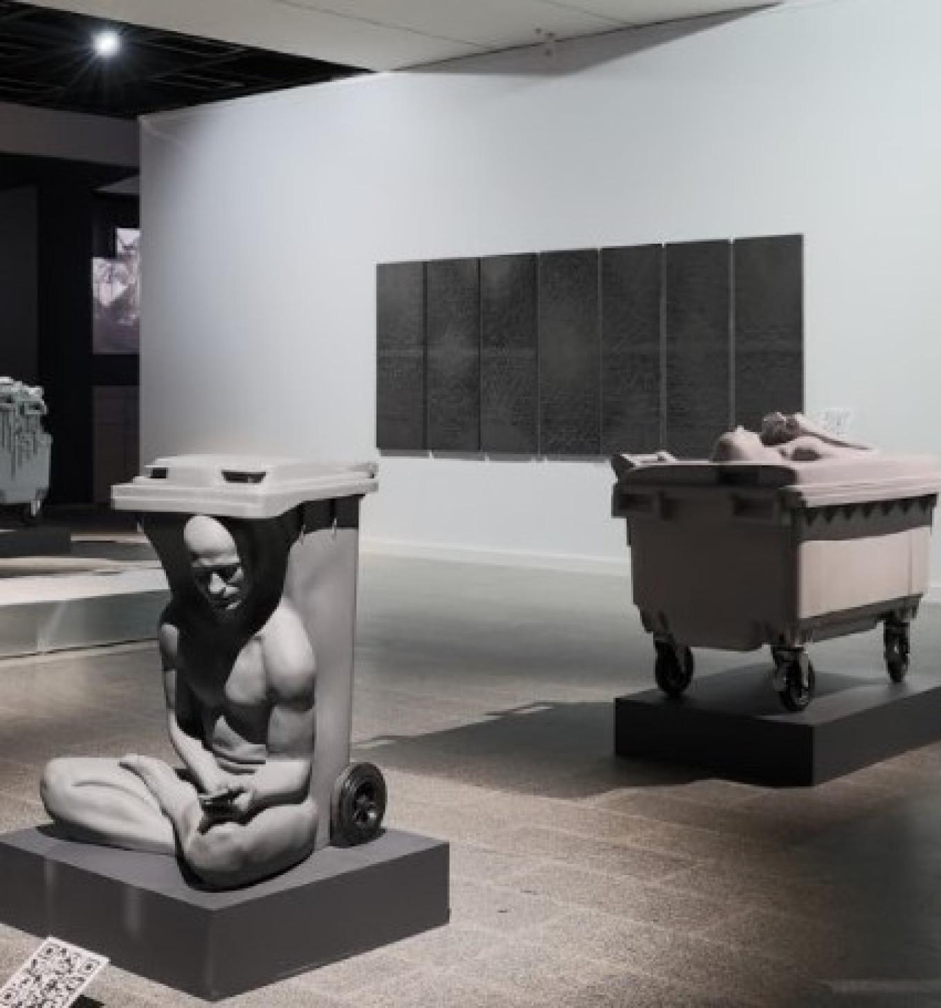 """Sarcophagus,"" Recycle Irina Kolpachnikova / Manege"