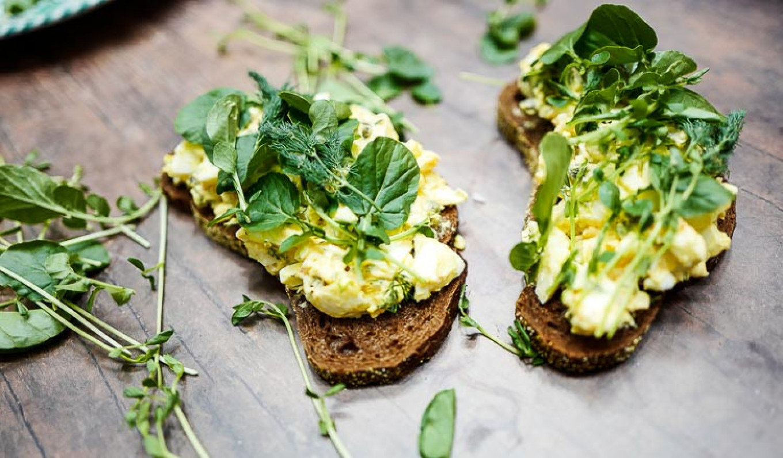 Egg salad toasts with watercress Jennifer Eremeeva / MT