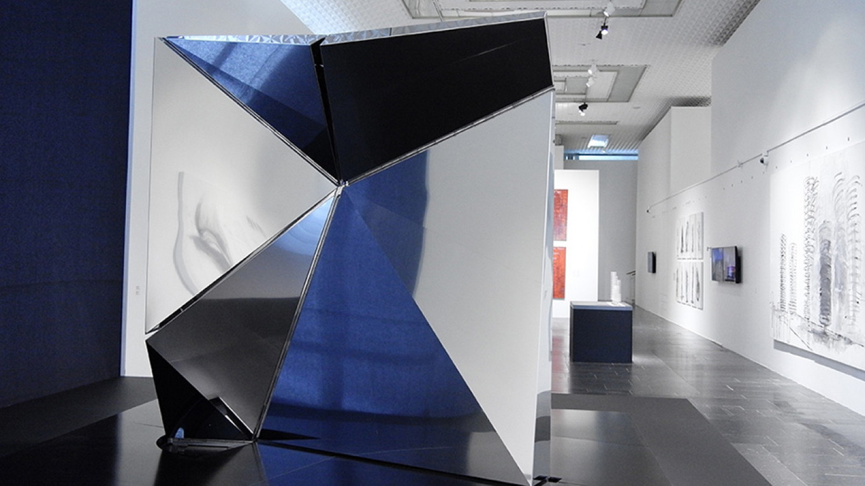 """Unfolding Square""  draws in the world and transforms it / Anastasia Zamyatina / Tretyakov Gallery"