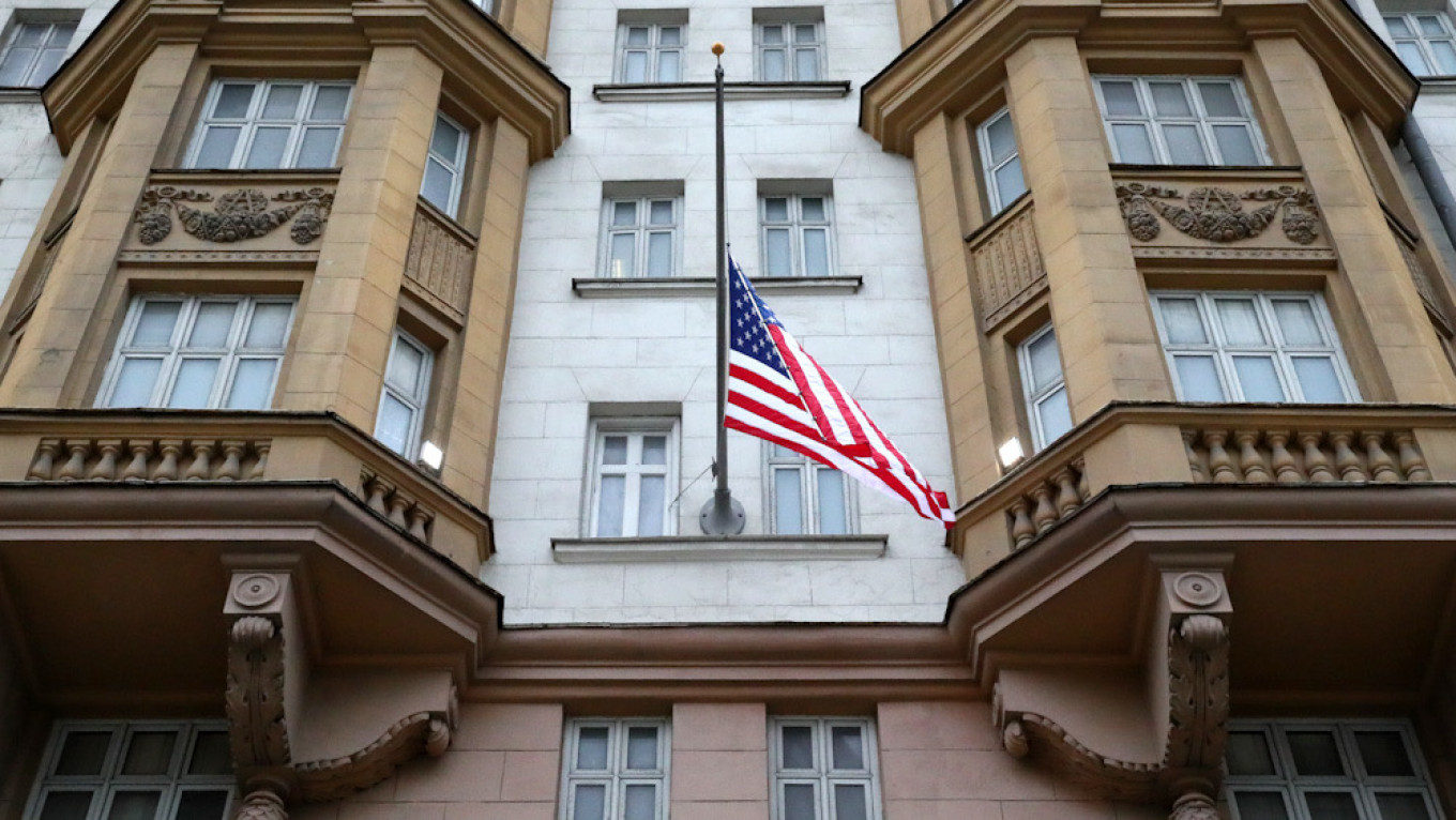 U.S. Embassy to Cut Staff, Most Visas for Russians as Moscow Bans 'Unfriendly' Hiring