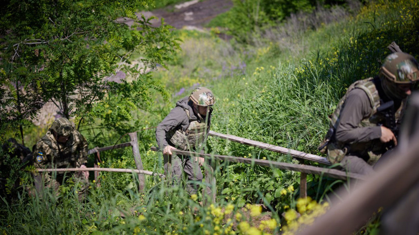, Ukraine Says Soldier Killed by Separatists in Fresh Fighting, The World Live Breaking News Coverage & Updates IN ENGLISH