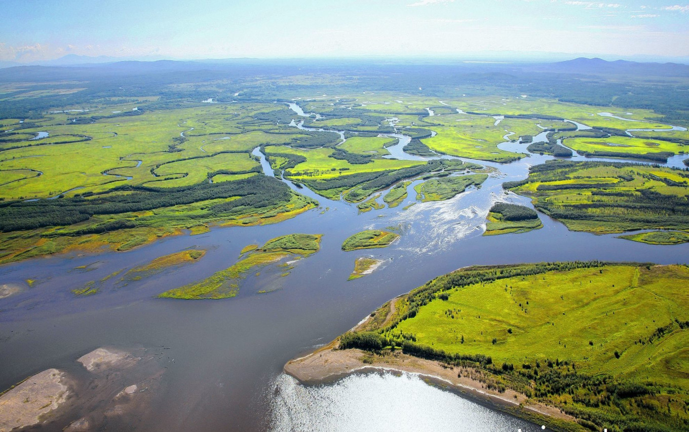 The Amur River and its tributaries have fed local people for centuries. taimentour.ru