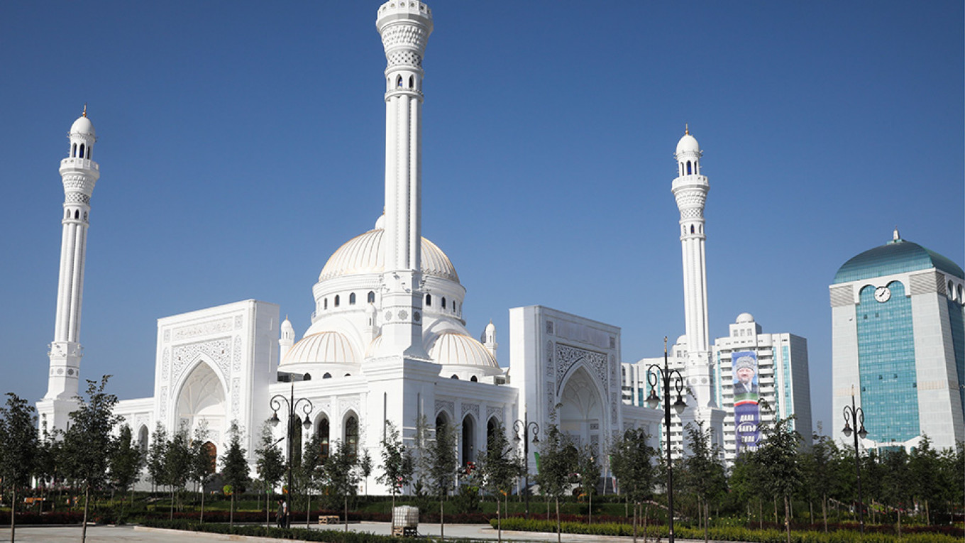 Chechnya Inaugurates 'Europe's Biggest Mosque' - The ...