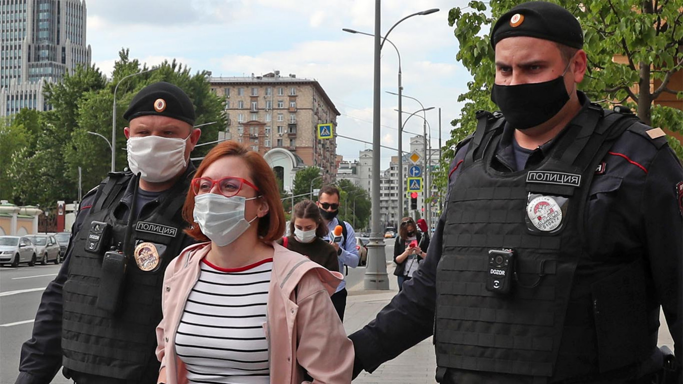 Leading Russian Journalists Detained for Protesting in Support of Jailed  Colleague - The Moscow Times