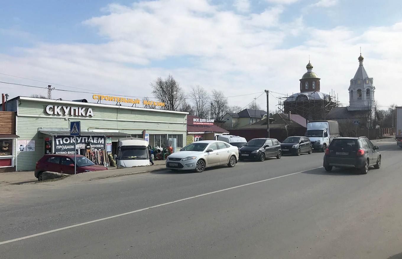 A pawn shop in Barybino. Lukyan's lawyer Pyotr Khromov believes Serbinov's ring may have been sold. Evan Gershkovich / MT