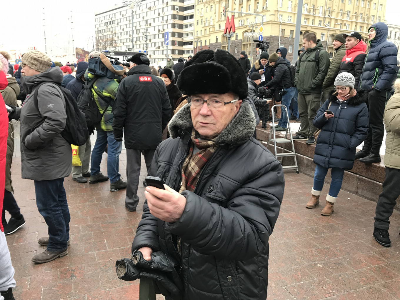"""""""If the people want someone other than Putin then that's how it should be,"""" Alexander Pavlovich, 79. MT"""