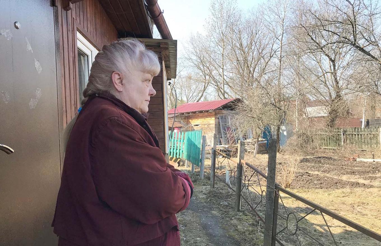 Lukyan's neighbor Irina Ulyanova at her house in Barybino. She believes he is innocent.  Evan Gershkovich / MT