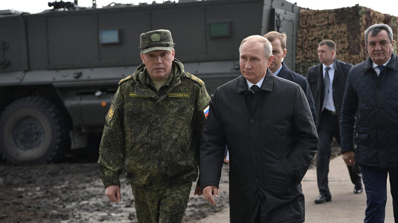 Chief of General Staff Valery Gerasimov and Vladimir Putin Kremlin.ru