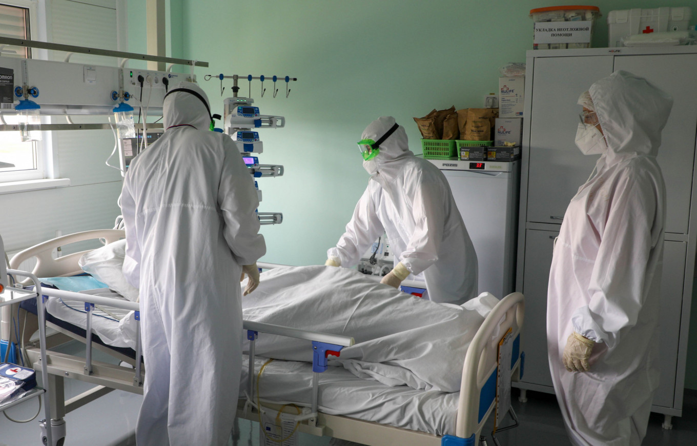 Russia Passes 1,000 Daily Coronavirus Deaths For First Time – The Moscow Times
