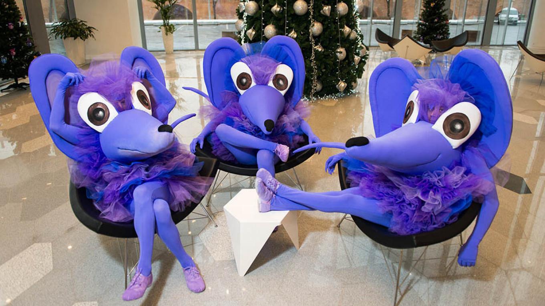 Hang out with 12 purple mice at Zaryadye Hall before the performance.  zaryadyehall.ru