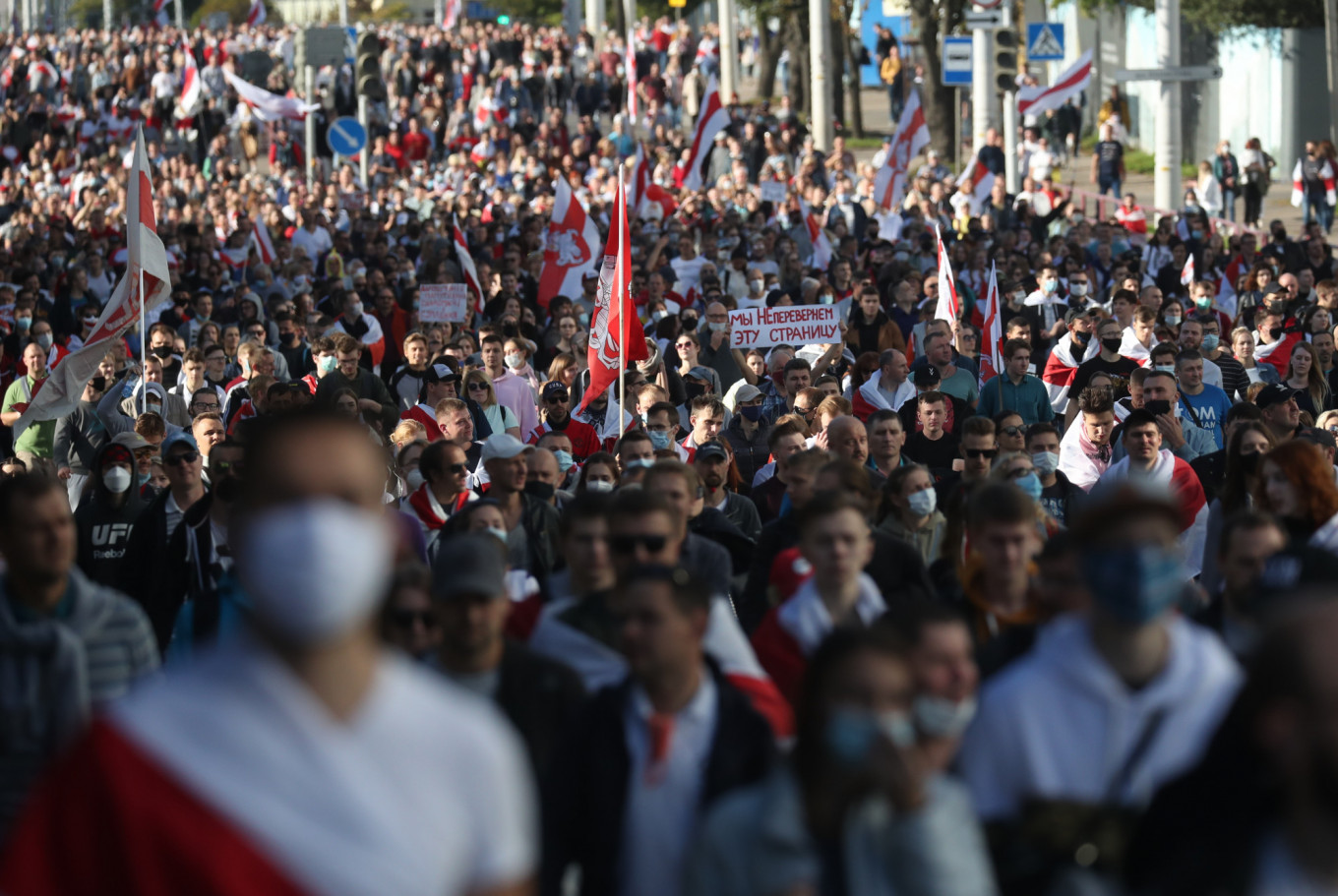 Tens of Thousands Protest in Belarus Capital Against Lukashenko