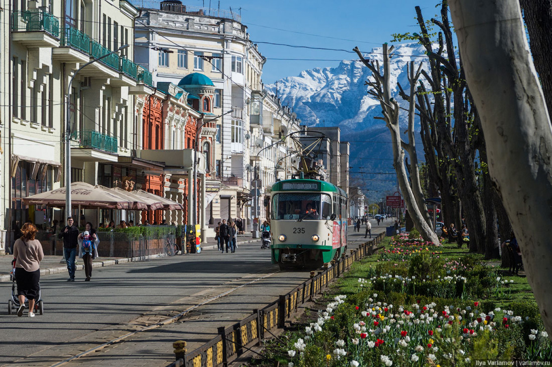 The North Ossetian capital of Vladikavkaz is set against a stunning mountain backdrop. ILYA VARLAMOV / ZAGAL.RU