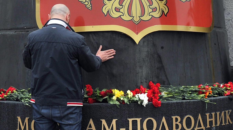 Hasil gambar untuk Putin, after three days, says fire-hit Russian submarine was nuclear-powered