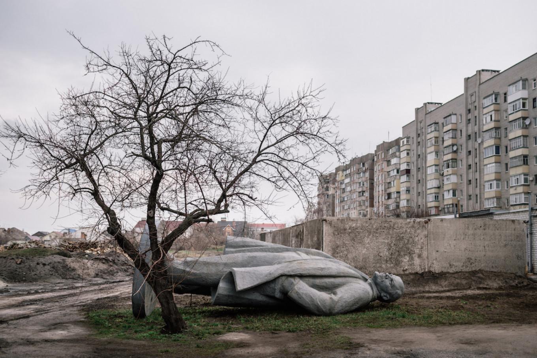 Lenin in Kremenchuk, 2015.  Niels Ackermann / Lundi 13 / FUEL Publishing