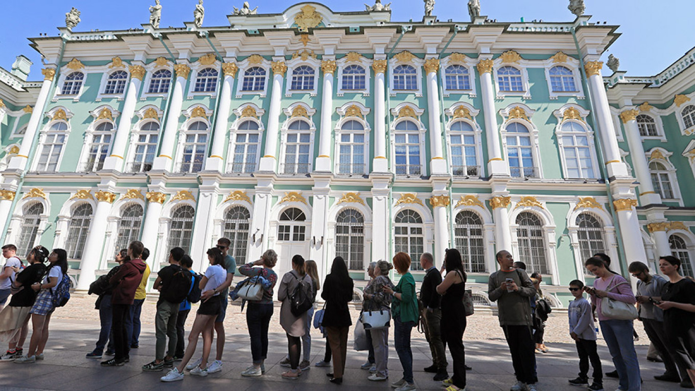 St. Petersburg Officials Are Encouraging a Tourism Boom. Locals Fear an Invasion. - The Moscow Times