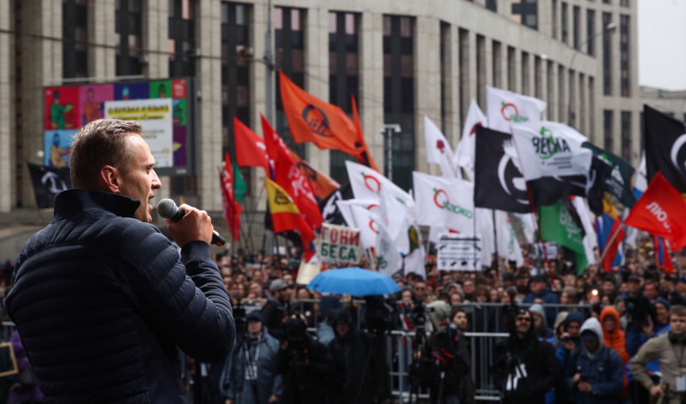 'The Dragon Has Unclenched Its Jaws': 25,000 Rally in Moscow to Demand Release of Jailed Protesters