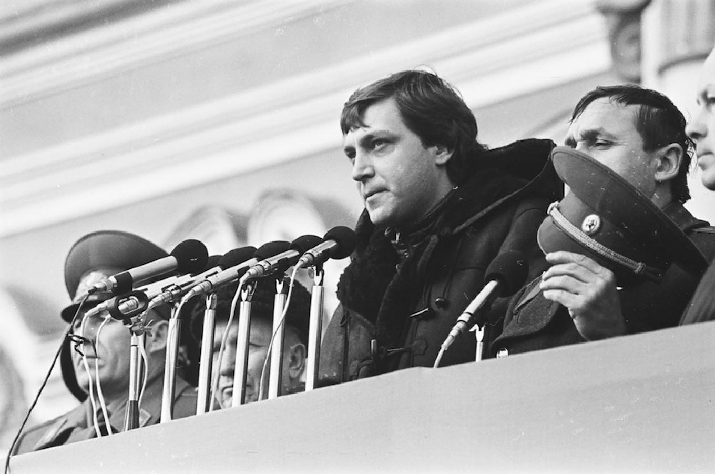 Journalist Alexander Nevzorov working at a rally in St. Petersburg, U.S.S.R., February 1991. Pavel Markin / TASS