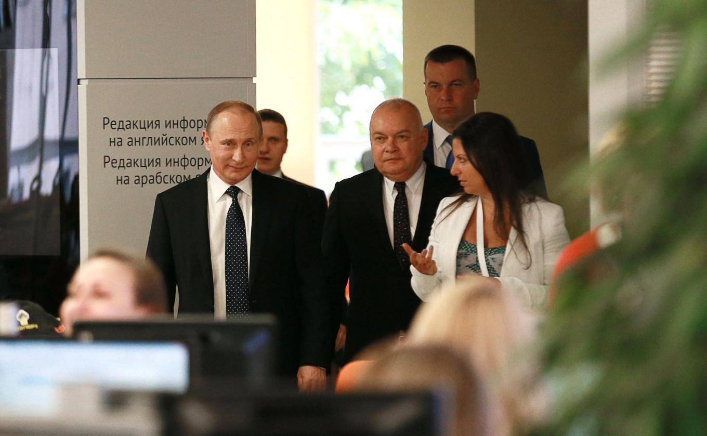 Vladimir Putin visits Rossiya Segodnya's headquarters in June 2016. Kremlin Press Service