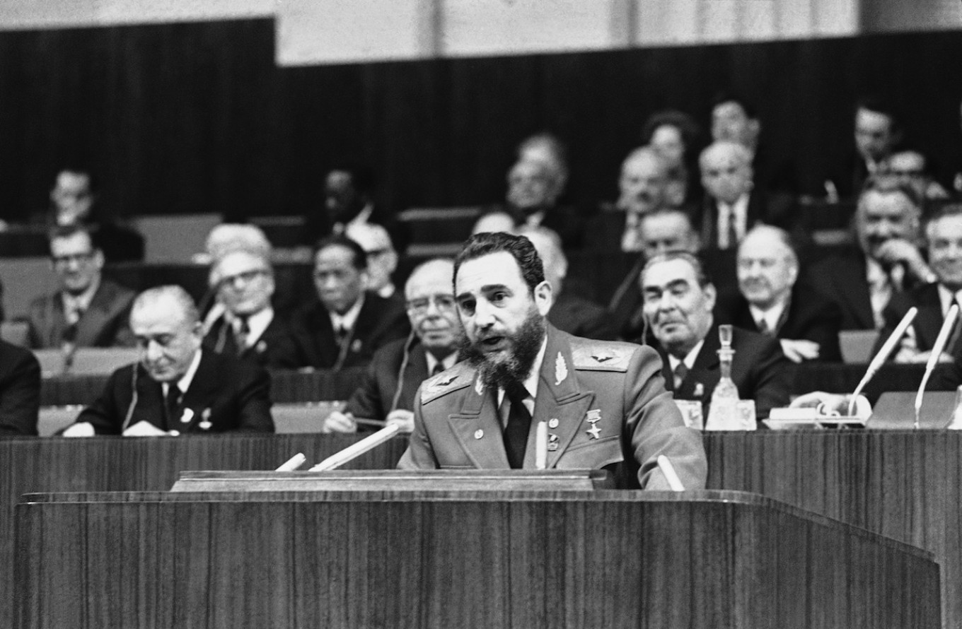 Castro spoke at the Soviet Communist Party Congress in Moscow on Feb. 25, 1976. Dozier Mobiey / AP