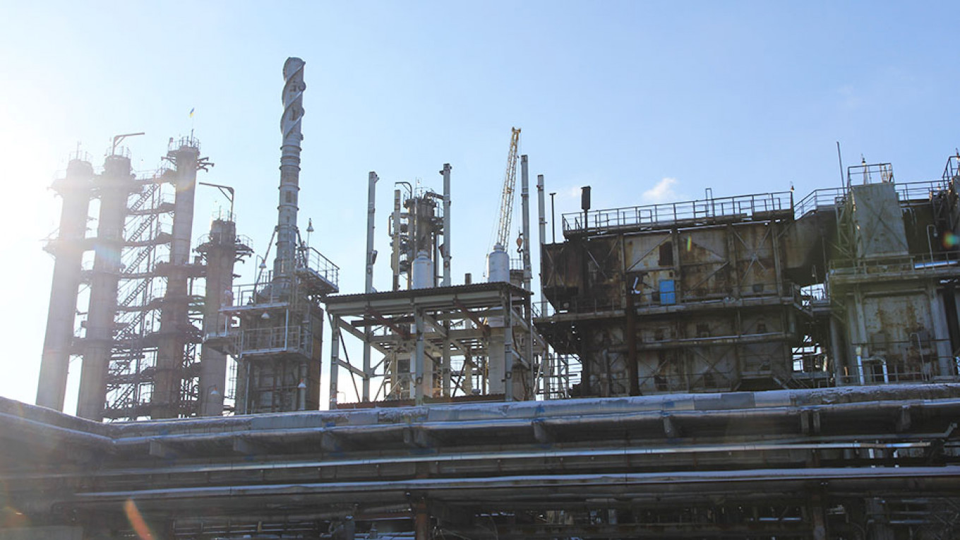U S  Oil Makes It to Ukraine in Another Blow for Moscow - The Moscow