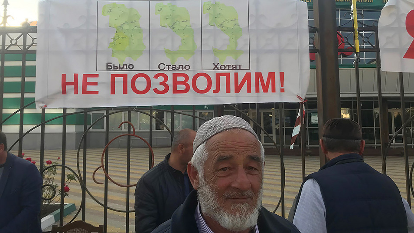 "Azmat Archakov, 57, said he is ""ready to die."" The sign above him shows Ingushetia with the words ""Was. Became. They Want"" and ""We wont allow them!""				 				Evan Gershkovich / MT"