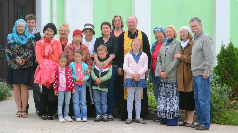 Hieromonk Gerasim with parishioners photravel.ru