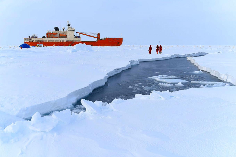 Growing cracks in the ice had been monitored ahead of the evacuation. Aari.ru