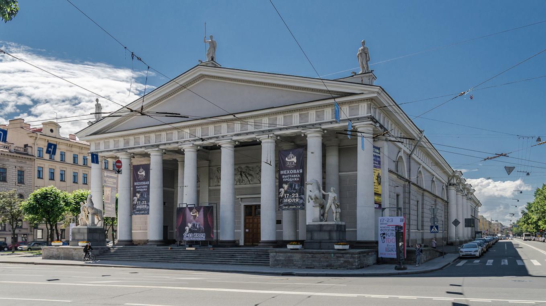 Manege in St. Petersburg Wikicommons