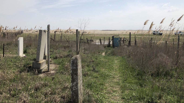 Tahun lalu, gurun berada dalam jarak lima puluh meter dari kuburan desa Kumli. Felix Light / MT