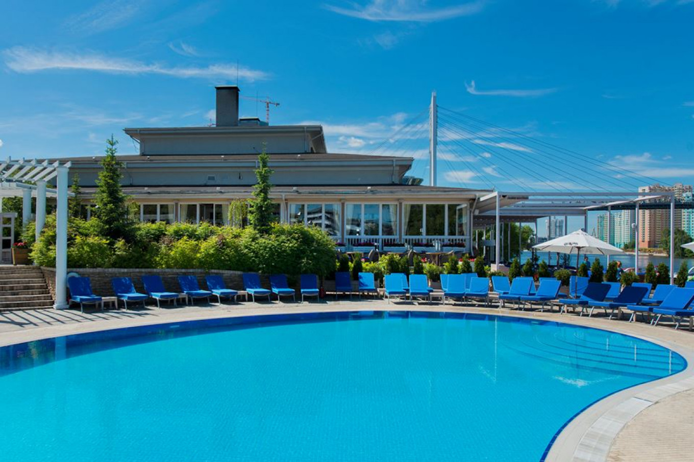 Country-club style luxury pool and cafe. Courtesy of Shore House Beach