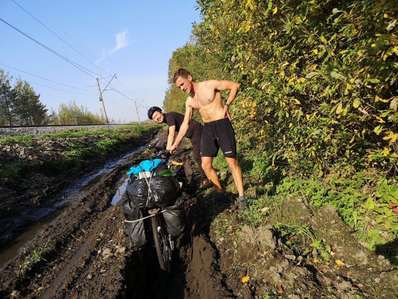 Bad roads remain one of Russia's eternal problems. Velo 1. Moskva-Peterburg / Telegram